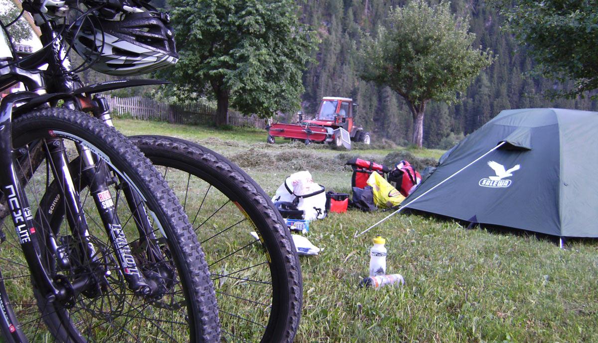 bild eifelsteig mit zelten camping